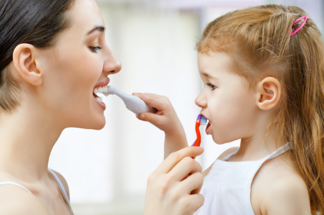 25Hl5eo - Reluctant Brushers? 3 Easy Ways to get Your Kids to Brush Their Teeth
